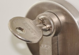 your swift locksmith london giving full attention to your security