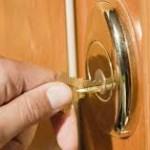 locksmith worcester opening door smoothly