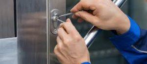 Locksmith Mapperley picking the lock