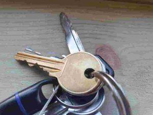 gold key on keyring